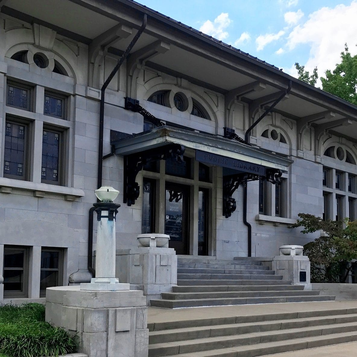 'Pittsburg Public Library